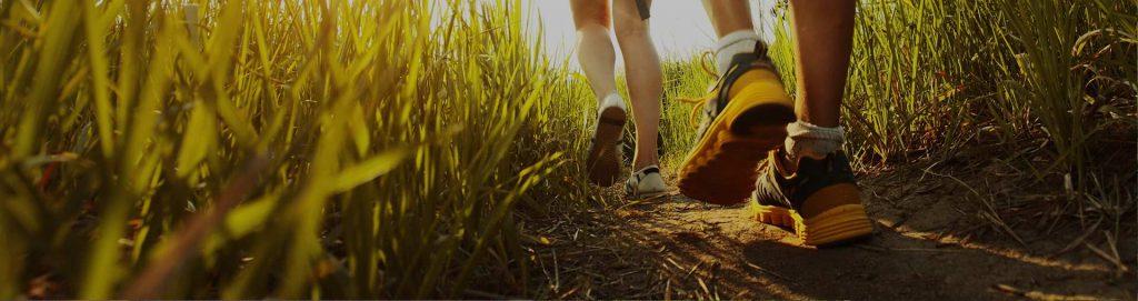 Camminata in mezzo ad un sentiero naturale