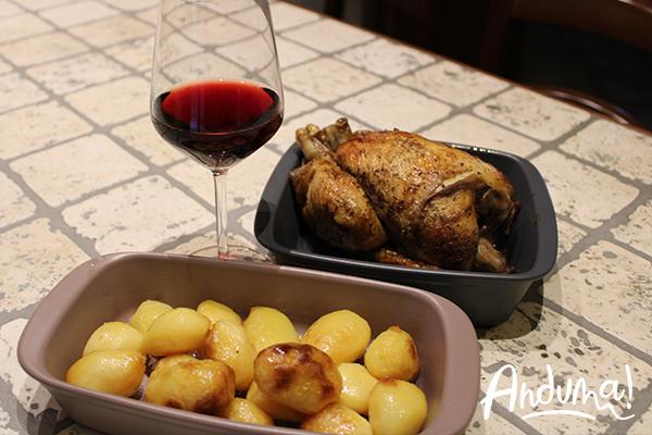 calice vino rosso e pollo spiedo