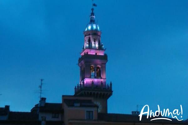 torre civica casale monferrato illuminata