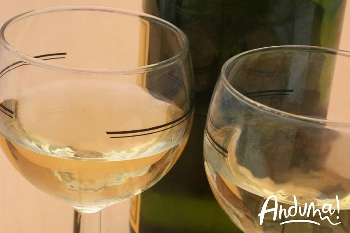 moscato d'asti nel bicchiere a coppa